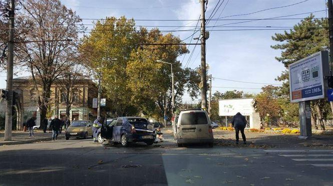Galerie foto: Accident la intersectia B-dului Independentei cu strada E. Grigorescu