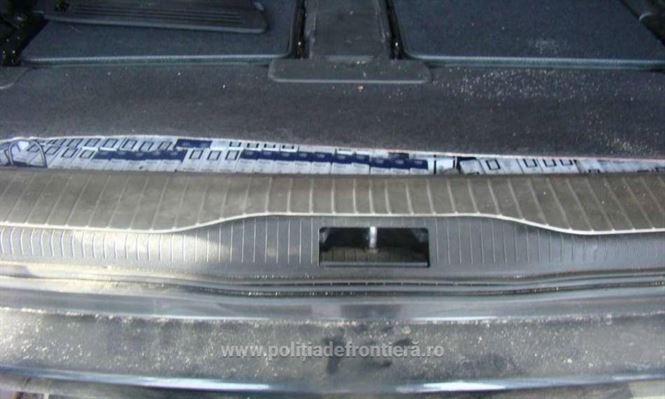 Tigari de contrabanda descoperite in masina unui brailean