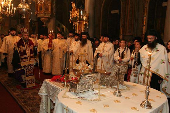 Moastele Sfantului Andrei si ale Sfantului Nectarie, aduse la Biserica Sfantul Nicolae din Braila