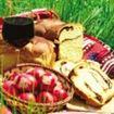 Simbolurile de Paste: ouale rosii, mielul, lumanarea de Inviere si Crucea
