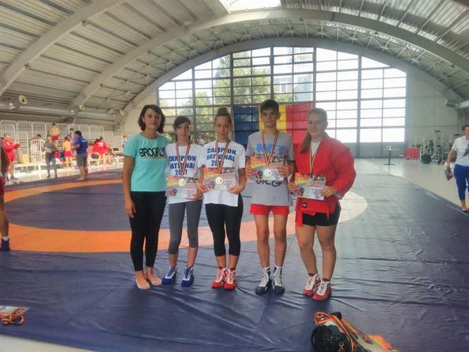 Opt medalii pentru sportivii braileni la nationalele de sambo pentru juniori si tineret