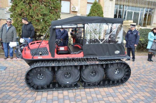 Ieri au fost dotati cu o autosenilata de teren si amfibiu ARGO 8X8