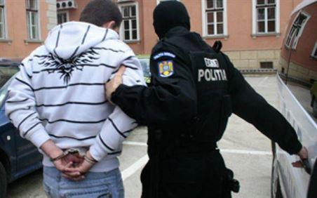 Pusti de 18 ani arestat pentru comiterea mai multe infractiuni cu violente