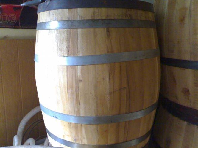 A furat 200 de litri de vin din gospodaria unei batrane din Romanu