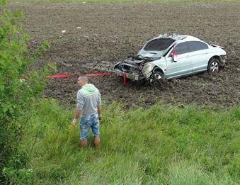 Accident produs de un minor aflat la volanul unui Jaguar