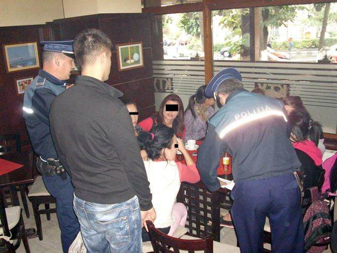 Actiuni ale politistilor pentru identificarea elevilor chiulangii