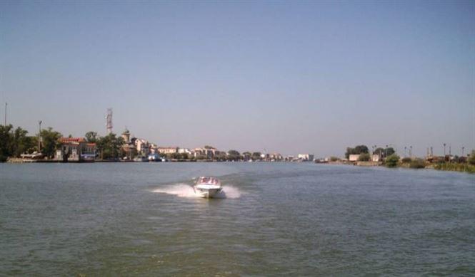 Angajat al DUNAV inecat in apele Dunarii