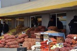 Aproape 10 tone de legume si fructe confiscate de politisti