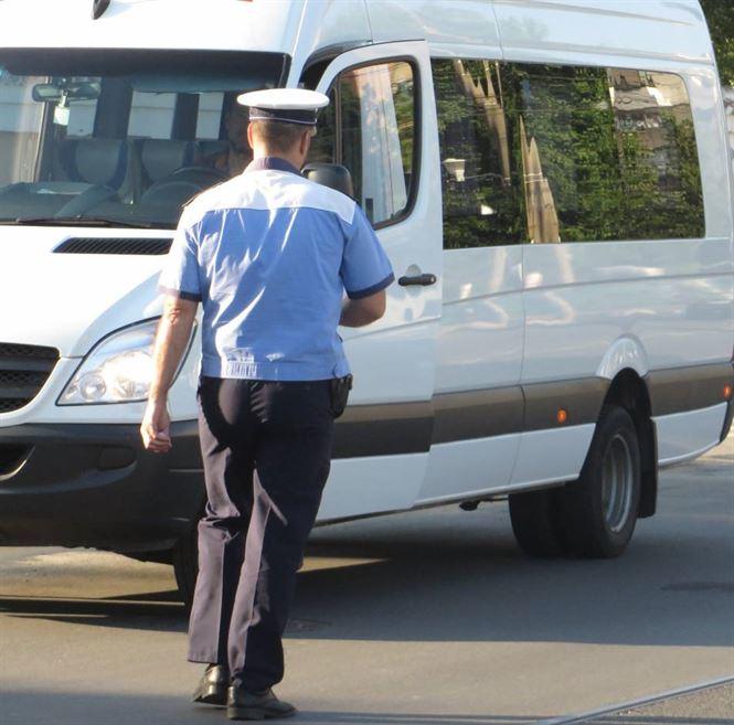 Soferi de vehicule de transport persoane depistati sub influenta alcoolului