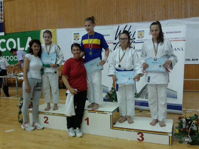 Catalina Varvaruc - vicecampioana nationala la categoria 57 kg