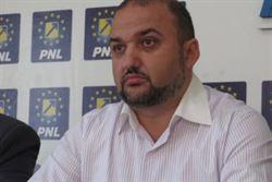 Consilierul PNL, Marian Sirbu considera ca asfaltarea promisa de primar nu va fi de calitate