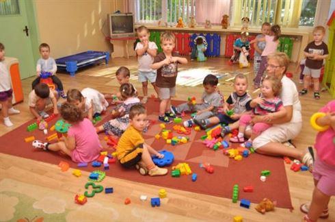 Cresele, care gazduiesc copii si pe timp de noapte, vor functiona doar in cazuri exceptionale