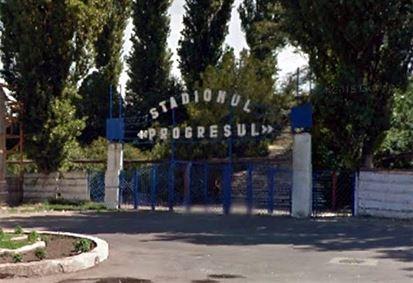 Doi tineri prinși cu panouri metalice furate de la Stadionul Progresul