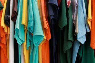 Doua brailence au furat dintr-un magazin 11 tricouri si telefonul unei angajate