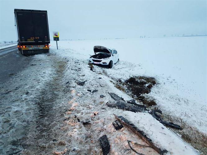 Accident pe DE 584 din cauza neadaptării vitezei la condițiile de drum