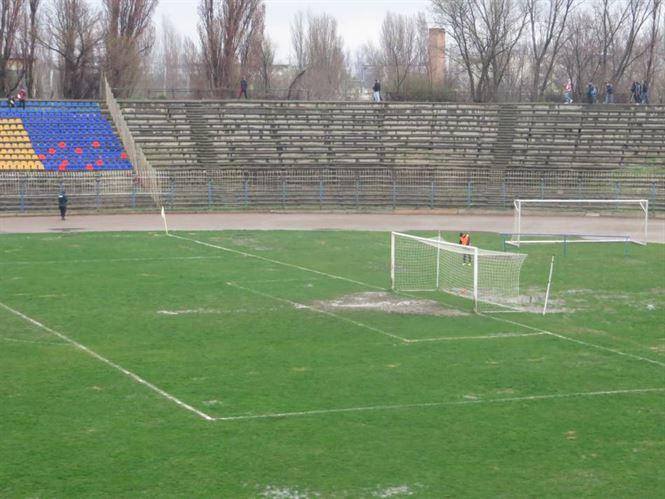 Eforturile lui Florin Cirligea de a sustine echipa de fotbal se lovesc de starea proasta a stadionului