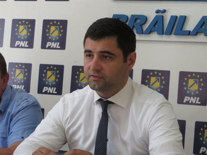 "Danaila: Dragomir si chiriac au venit la conferinta de presa a PSD cu ""parintii"""
