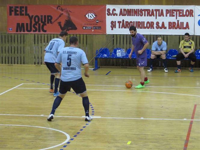 Turneul institutiilor publice la fotbal in sala aproape de final