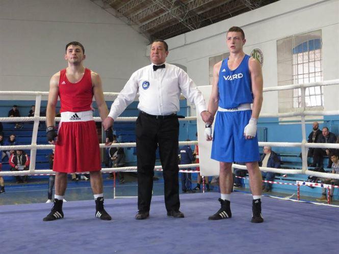 Primii campioni nationali la box Under 22