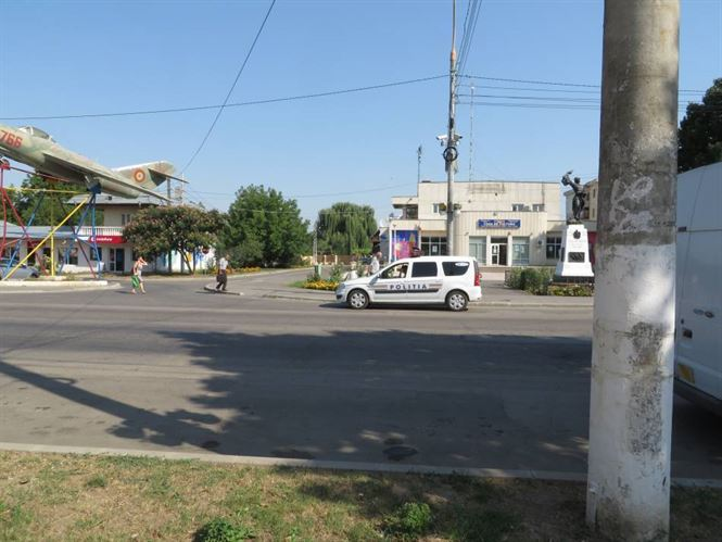 Minor din satul Filipesti a dat o spargere la un magazin de imbracaminte din Ianca
