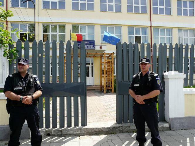 Jandarmii pentru siguranta elevilor