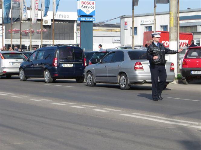 Polițiștii caută autorii unui furt de peste 100.000 euro dintr-un autoturism