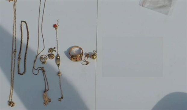 Prins dupa ce a furat bijuterii intr-o locuinta din Radu Negru