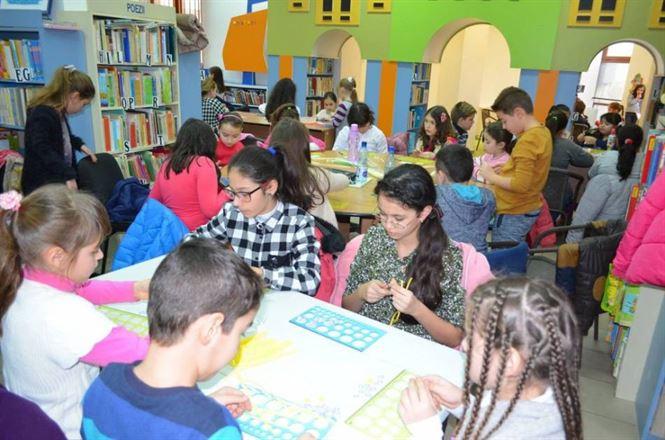 Ateliere și expozitie quilling la Biblioteca Judeteana