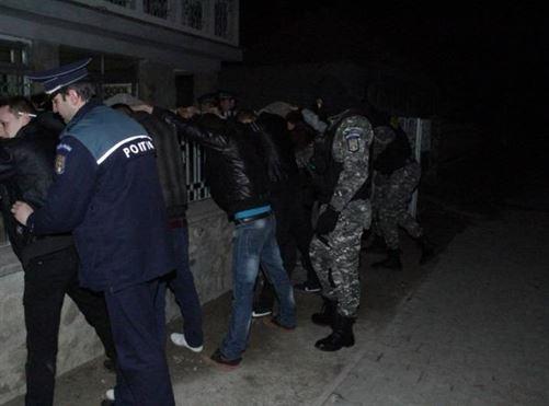 Razii ale politistilor la final de aprilie