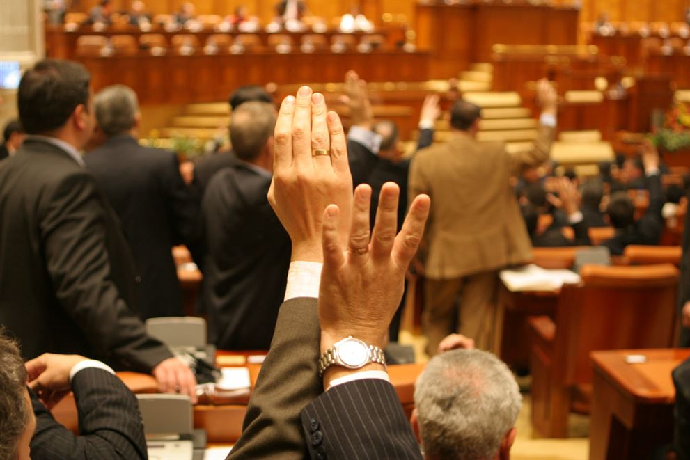 Proiectul de reducere a CAS cu 5% din octombrie 2014 a fost aprobat de Senat