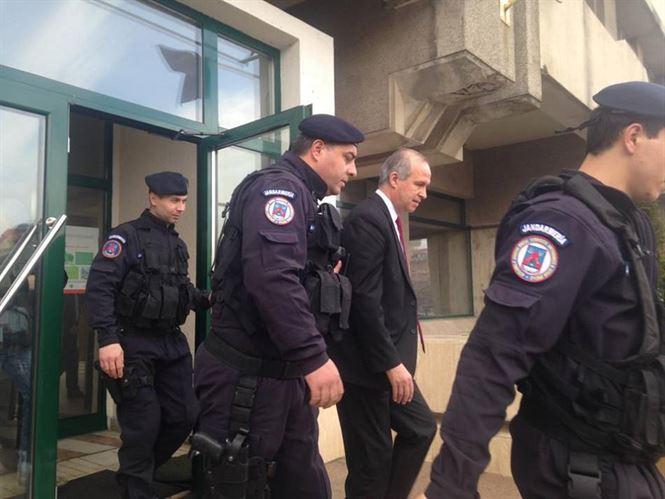Simionescu si Anghelescu spera ca luni sa fie eliberati din arestul preventiv