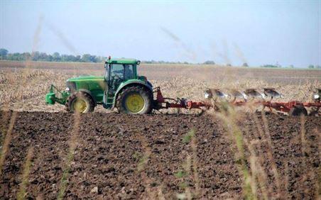Sprijin acordat agricultorilor pentru reducerea accizei la motorina