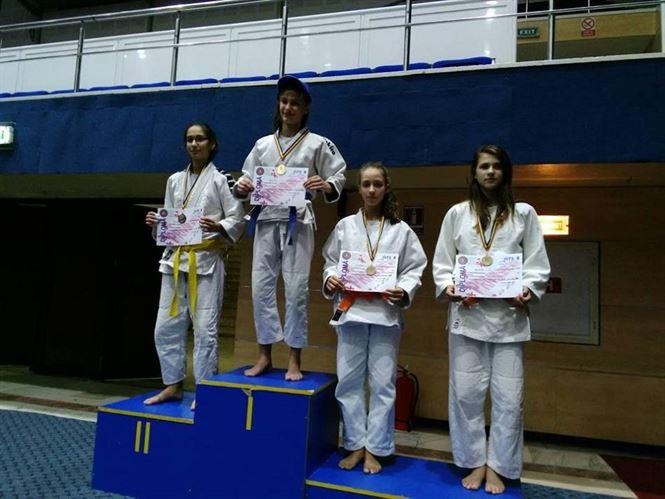Teodora Naidin locul 2 la categoria 52 kg