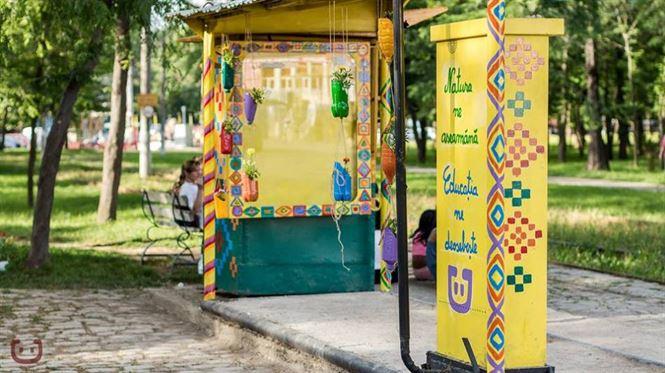 Tramvaie colorate de Coloreria pe strada Eminescu