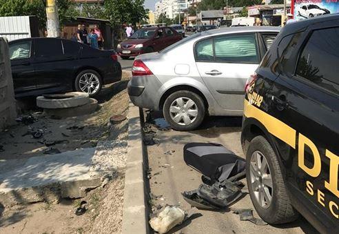 Trei masini implicate intr-un accident pe soseaua Buzaului