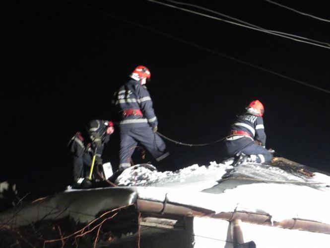 Un incendiu a distrus trei camere la o casa din cartierul Brailita