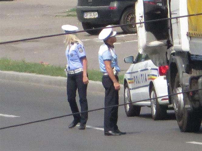 40 de autovehicule verificate luni de politisti