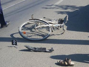Bicilist beat accidentat grav pe  DE 584