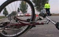 Batrana accidentata de un copil care mergea cu bicicleta