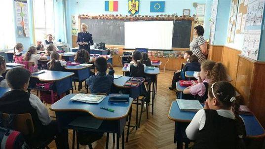 Politistii s-au intalnit cu elevi din scolile brailene