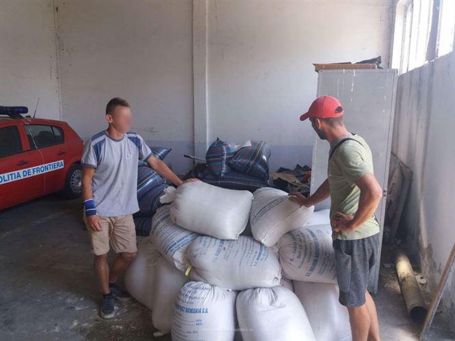 Polițiștii de frontieră brăileni au recuperat aproximativ 900 kg de orz sustras de pe o barjă aflată în rada Portului Brăila