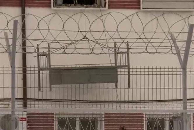 Paturi introduse pe geam la Penitenciarul Braila