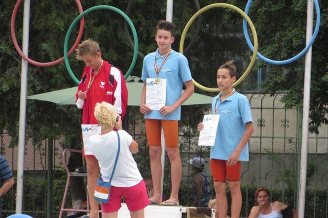 podium 100 bras