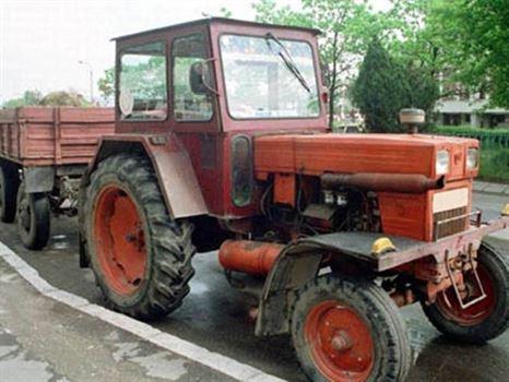 A iesit cu tractorul la plimbare desi nu avea permis
