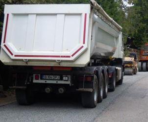 Aproape 20 de tone de criblura asfaltica fara documente, confiscate de politistii braileni