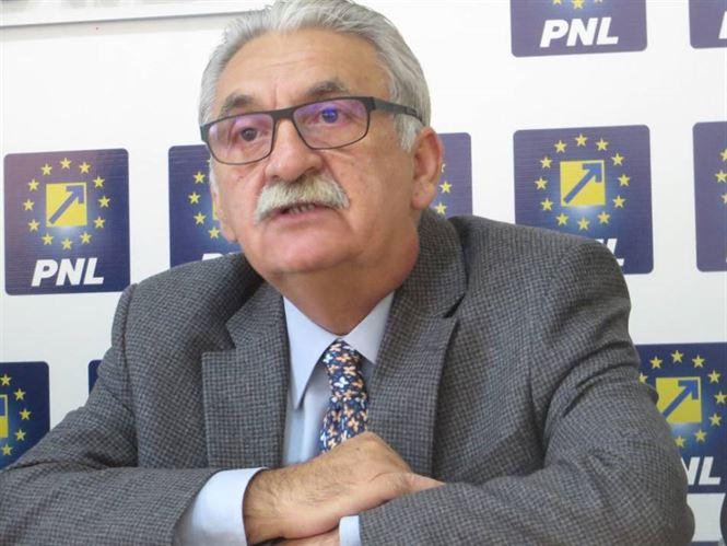 Deputatul liberal Vasile Varga a lansat critici dure la adresa ministrului Transporturilor, Răzvan Cuc. Acesta l-a acuzat pe noul ministru de lipsă de implicare în construcția de drumuri expres și în reabilitarea infrastructurii rutiere din județul Brăila.